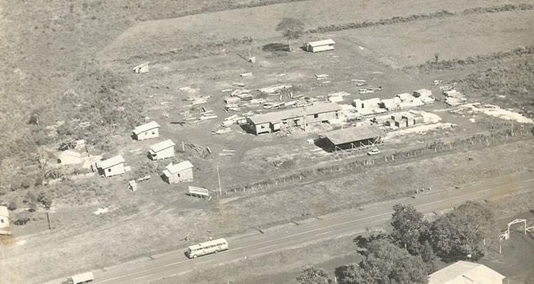 [Foto da empresa em 1977]